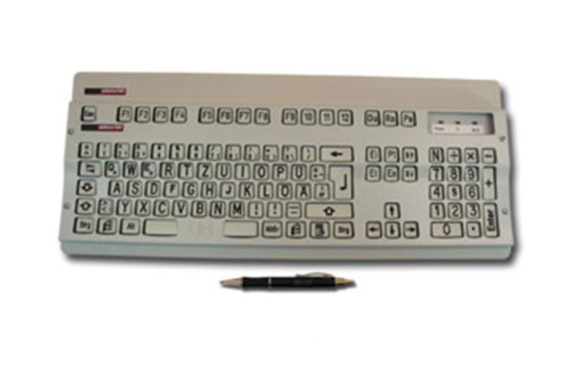 Cherry Tastatur Typ G80-3000 sehbehindertengerecht, in Ausführung mit großer verdickter schwarzer Schrift auf hellem Hintergrund und zusätzlich mit abnehmbarer weißer Abdeckplatte ausgerüstet.